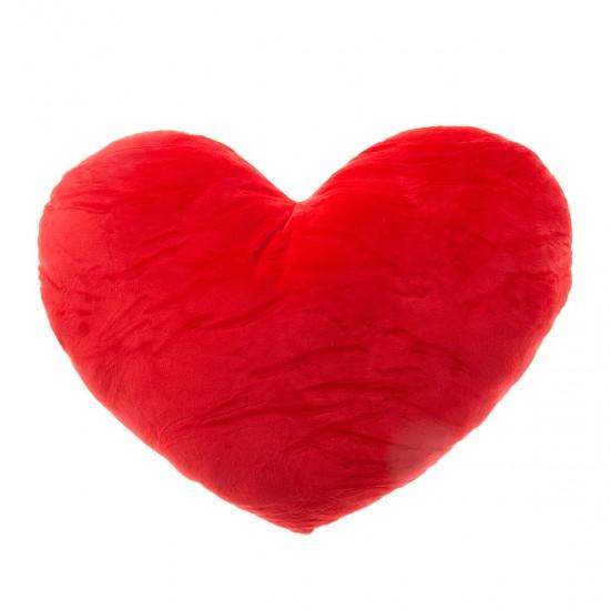 Плюшено сърце в червено